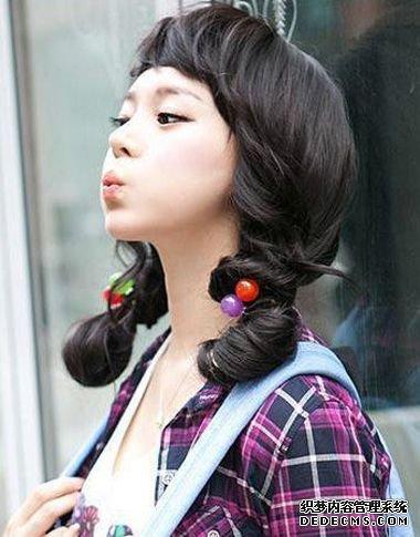 主页 发型设计 > 正文  加倍工整的丸子头扎发,必定是经由过程假发包图片