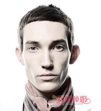 那么齐刘海的超短发就是让你更显正式和严厉的发型呢,齐刘海很有流行