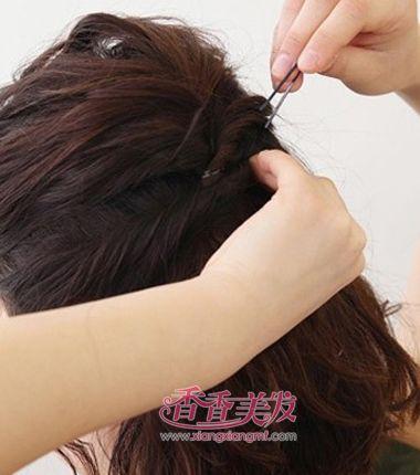 中年人夏天如何扎短发好看 夏季女人短发的扎法(3)