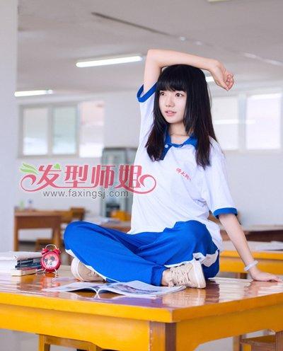 妹纸在学堂可是很受欢迎的,肉嘟嘟的小脸在平刘海的感化下越发可爱呆