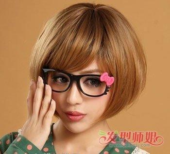 整洁的薄碎刘海搭配上大框的眼镜朔造出呆萌可爱的淑女形象.