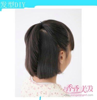一款女孩短发半扎发发型的扎法步骤快来看看吧,十分符合可爱活波的小